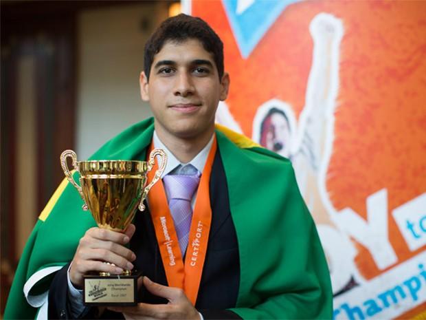 Jovem brasileiro ganha torneio mundial de Excel